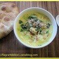Soupe de nouilles et de poulet au curry