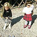 Lilou et Léna jouent aux billes