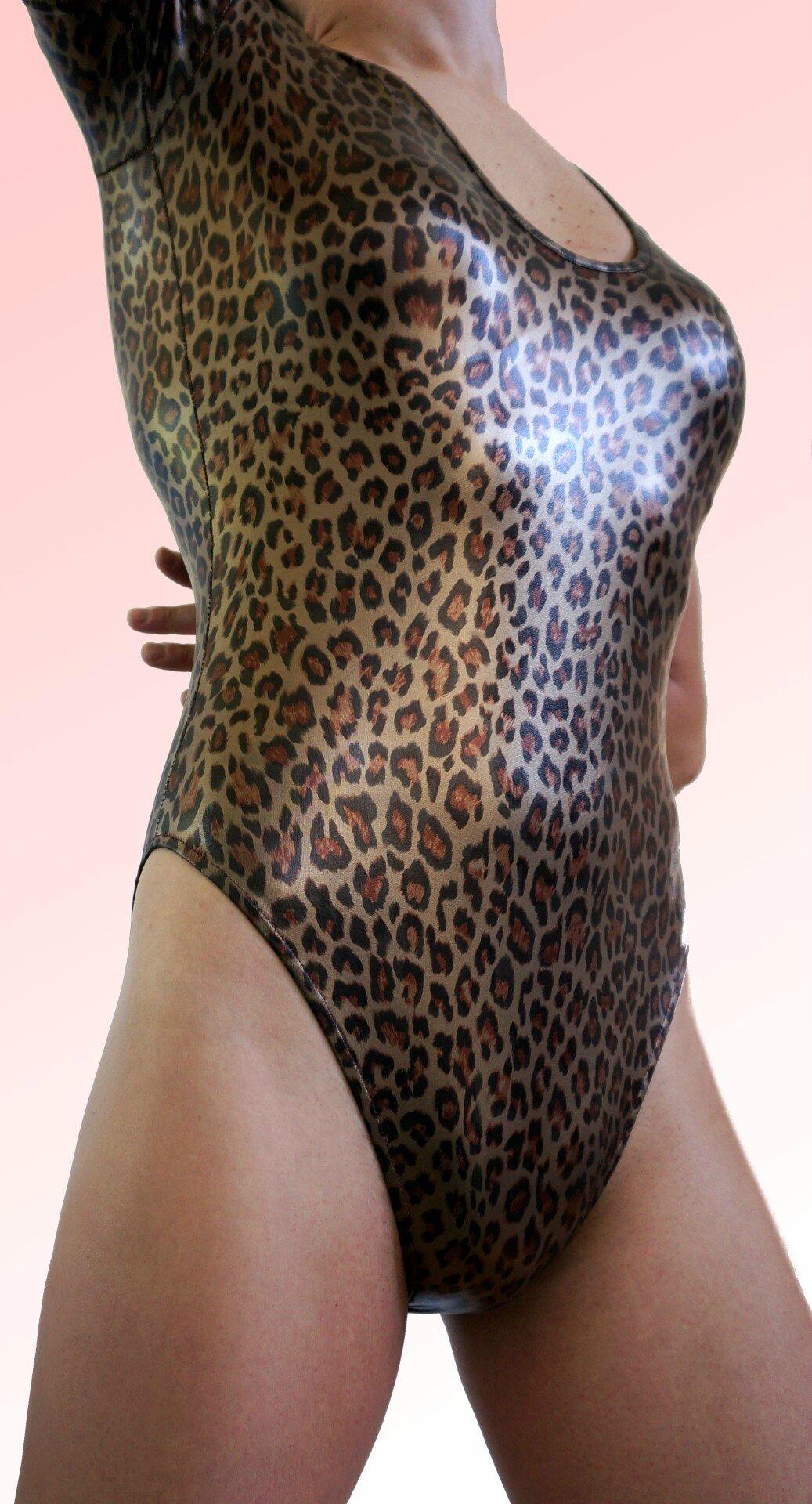 Body spandex Glossy leopard vue face détail