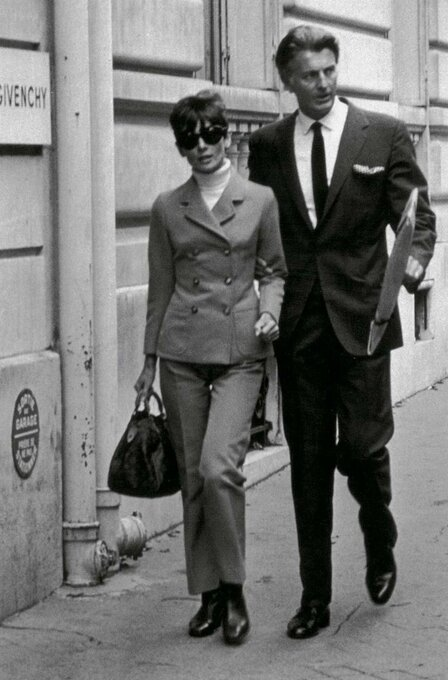 audrey_hepburn_et_hubert_de_givenchy__une_amitie_mythique_en_25_cliches_25_7900_jpeg_north_499x_white