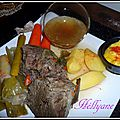 Pot-au-feu de boeuf, accompagné de légumes et de mayonnaise