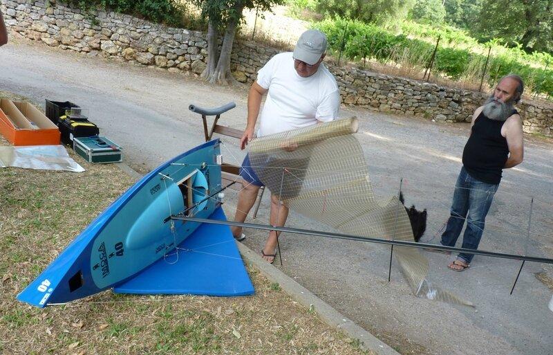 Michel Santarelli prépare son voilier Imoca