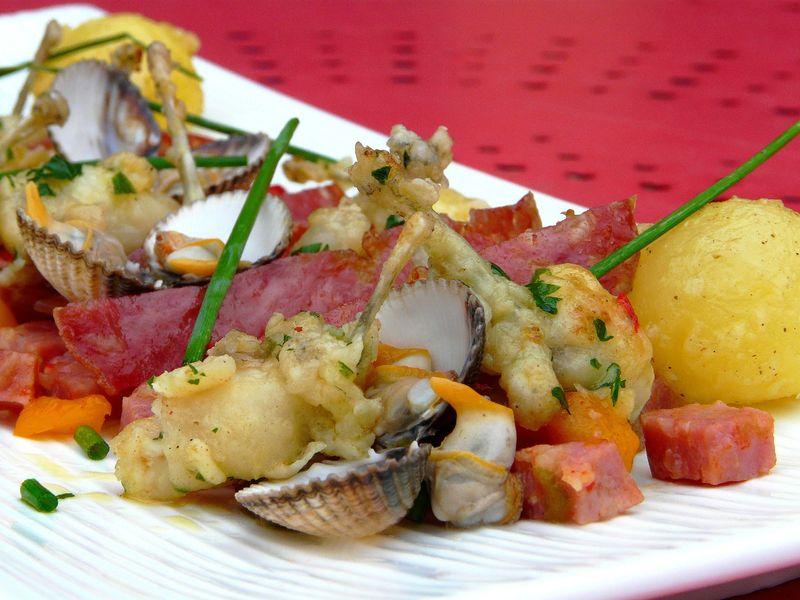 Cuisses de grenouilles poëlées & condiment a la rosette de Lyon 1