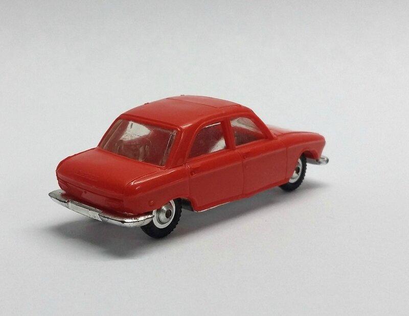 #532-Peugeot 204 rouge (2)
