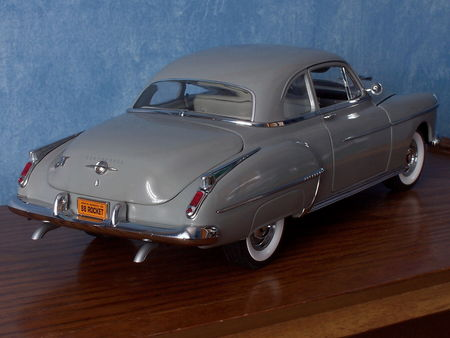OLDSMOBILE_Rocket_88_2door_Sedan___1950_par_ERTL_Authentics___2_