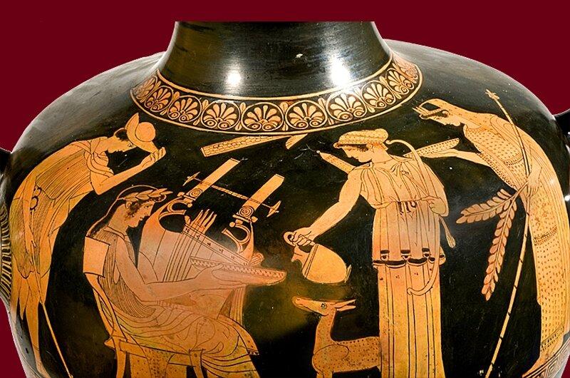 vas_007 triade apollinienne sur un vase grec BnF