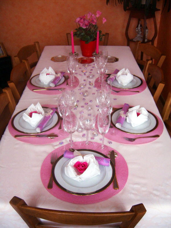 table en blanc et rose photo de art de la table recettes et d coration. Black Bedroom Furniture Sets. Home Design Ideas