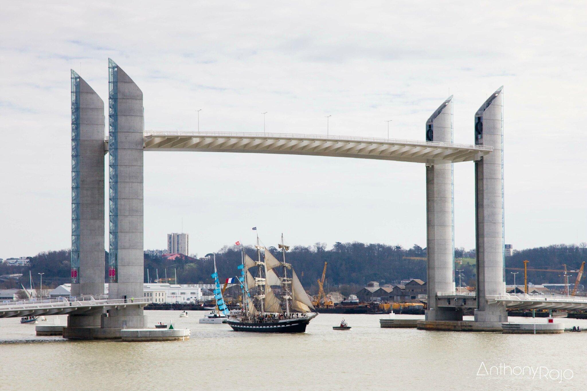 Reportage photo il tait un pont inauguration du pont jacques chaban del - Pont chaban delmas inauguration ...