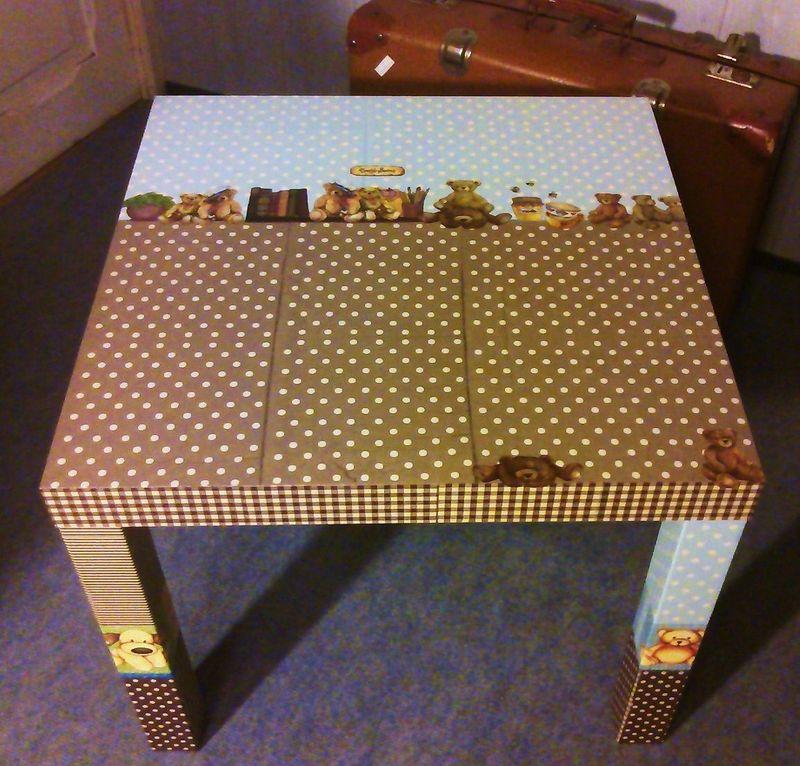 serviettage sur table basse une f e ma fen tre. Black Bedroom Furniture Sets. Home Design Ideas