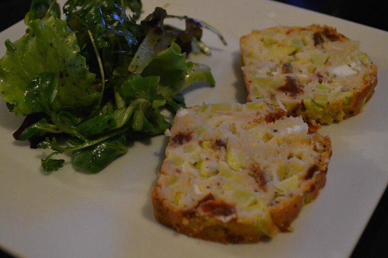 Cake salé courgettes, tomates séchées et fromage de chèvre