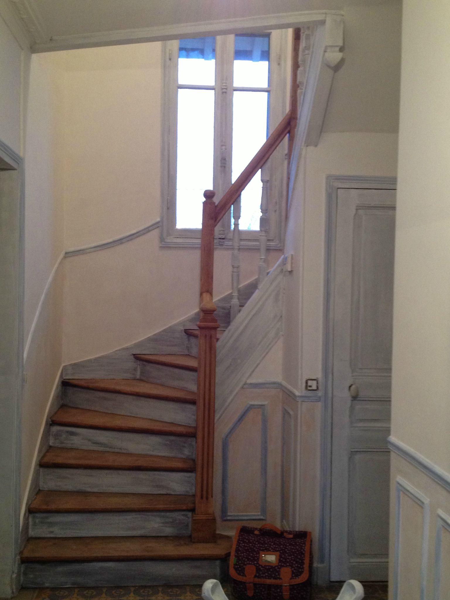 Mise en peinture des murs de lentrée, du palier et de l  ~ Moulure Escalier Bois