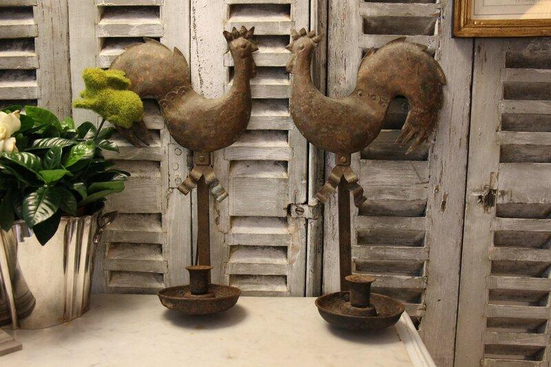 Paire de coqs de girouettes anciens montés en appliques