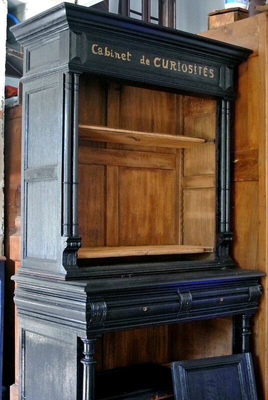une biblioth que cabinet de curiosit s avec barbatruc et r cup. Black Bedroom Furniture Sets. Home Design Ideas