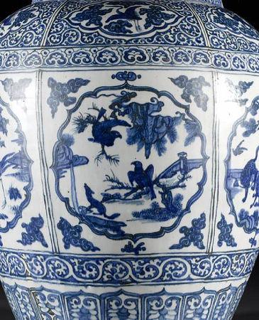 A_large_and_impressive_Ming_oviform_vase6