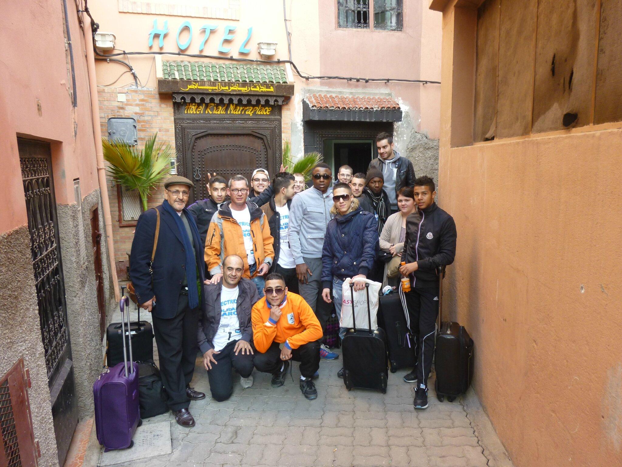 Devant l'hotel de Marrakech le dimanche matin avant le depart