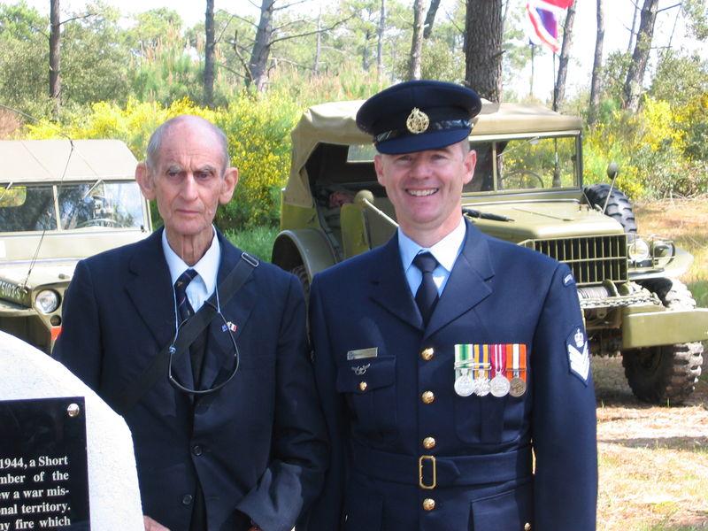 M. Swindley et le représentant de l'Ambassadeur d'Australie