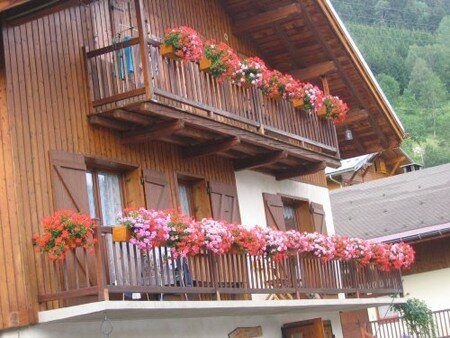 Les_Curtillets_Chalet_fleuri