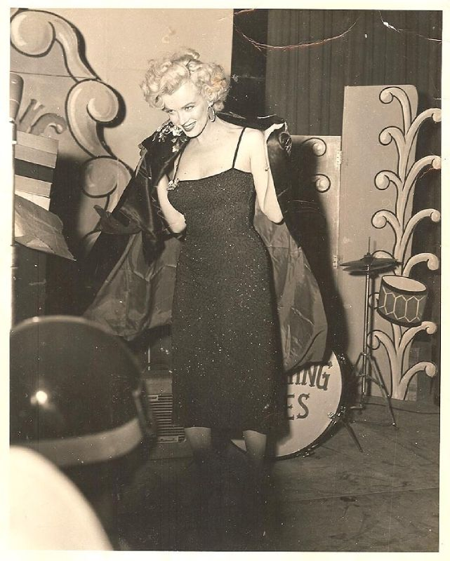 1954-02-19-korea_daegu-inside-stage-041-1