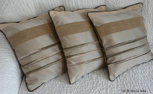 2009 05 coussins faits maison assortis aux rideaux du salon photo de couture un fil sur. Black Bedroom Furniture Sets. Home Design Ideas