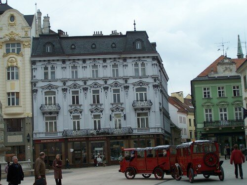 Bratislava, place Hlavne