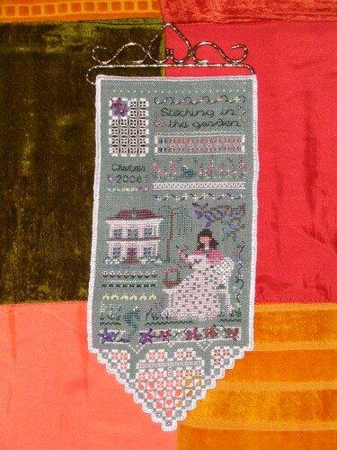 Stitching in the Garden de Victoria Sampler