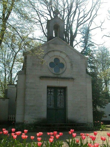 chapelle et tulipes