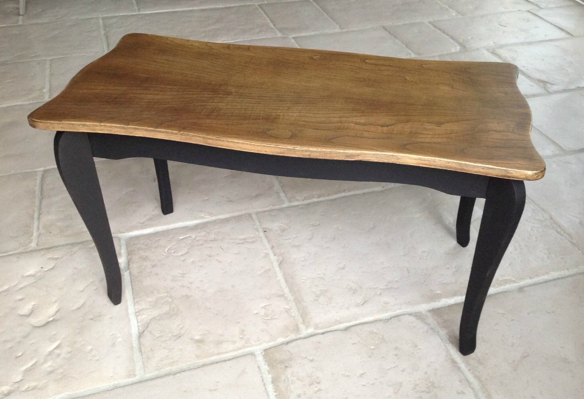 Table basse en bois double patine noir bois naturel for Table de salon ancienne