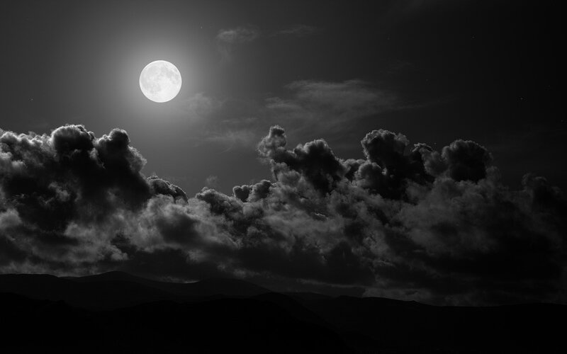 picture,294,la,lune,dans,un,ciel,sombre