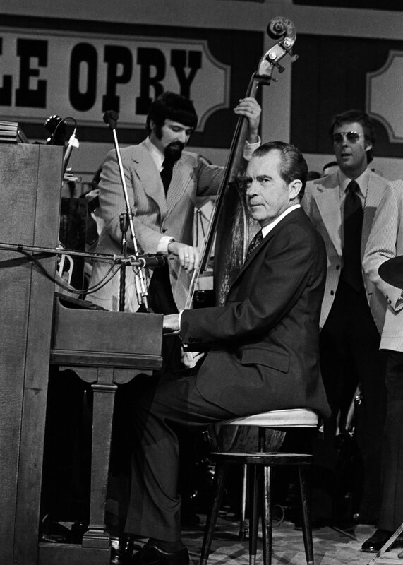 02-006_richard-nixon-piano