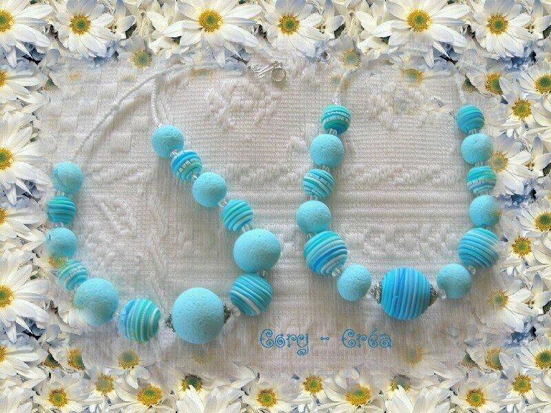 deux petits colliers bleus (déco)