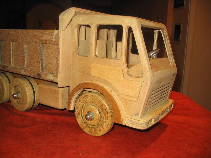 Camion en bois (2009)Sacha  les idées folles de pépé la  ~ Jeux De Camion De Bois