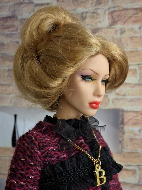 08 Brittany en tailleur Chanel