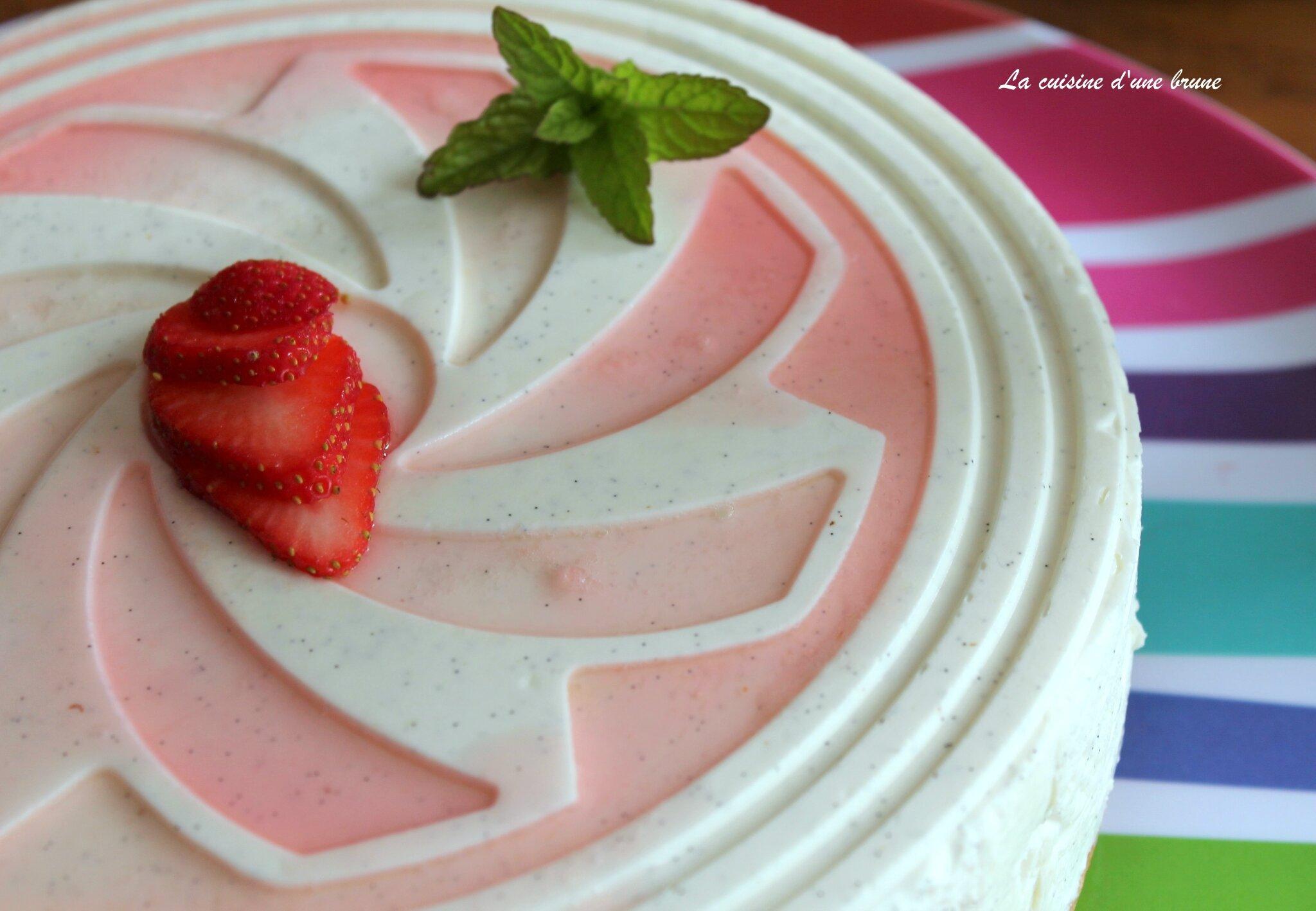 Délice crémeux à la fraise et rhubarbe