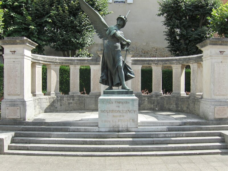 Monument aux morts de Bourbon-Lancy