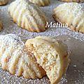 Ghribiya aux amandes, sésame et raisins secs
