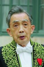 Francois-Cheng-habits-academicien-Il-devenu-Immortel-2003_1_1400_600