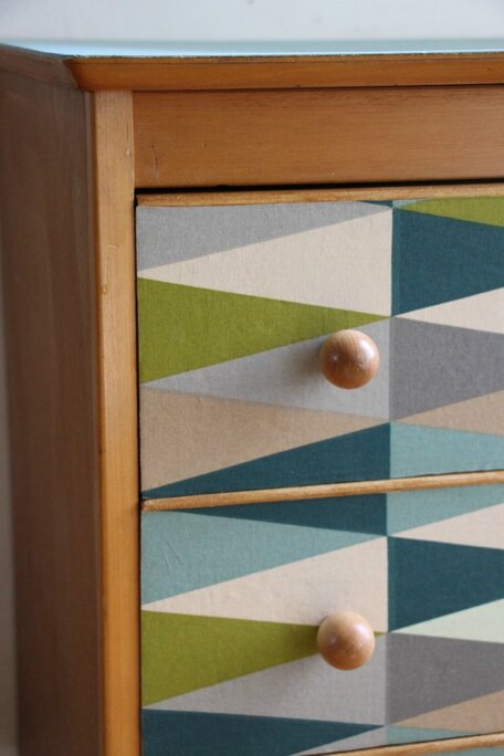 commode-vintage-detail
