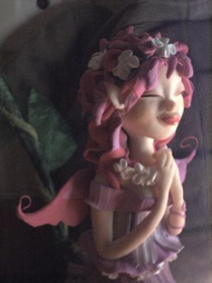 Fée rose aux fleurs de jasmin