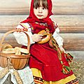 Costume russe traditionnel pour une fille
