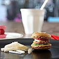 Le goûter fast food du poisson d'avril : hamburger sucré, frites fruitées et ispahan express