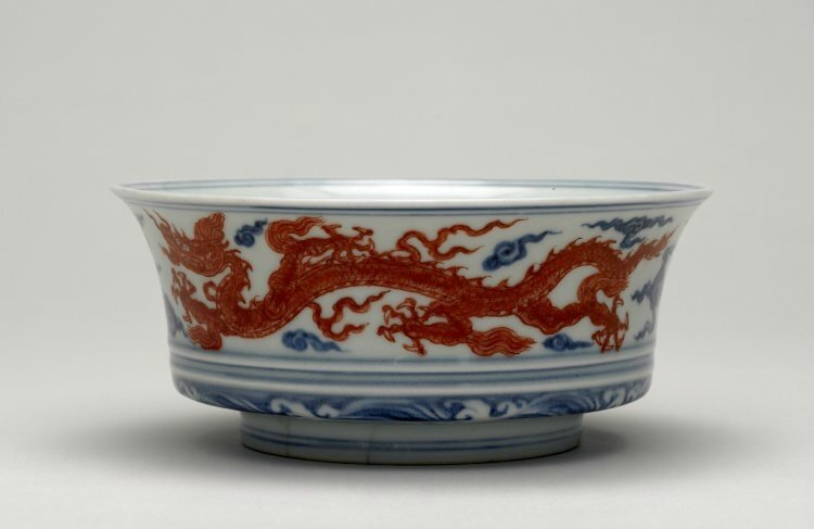 Box-bowl with iron-red dragons, Ming dynasty, Xuande mark and period, AD1426–35