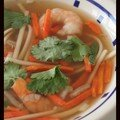 Bouillon de nouilles udon aux crevettes, le secret est dans le th