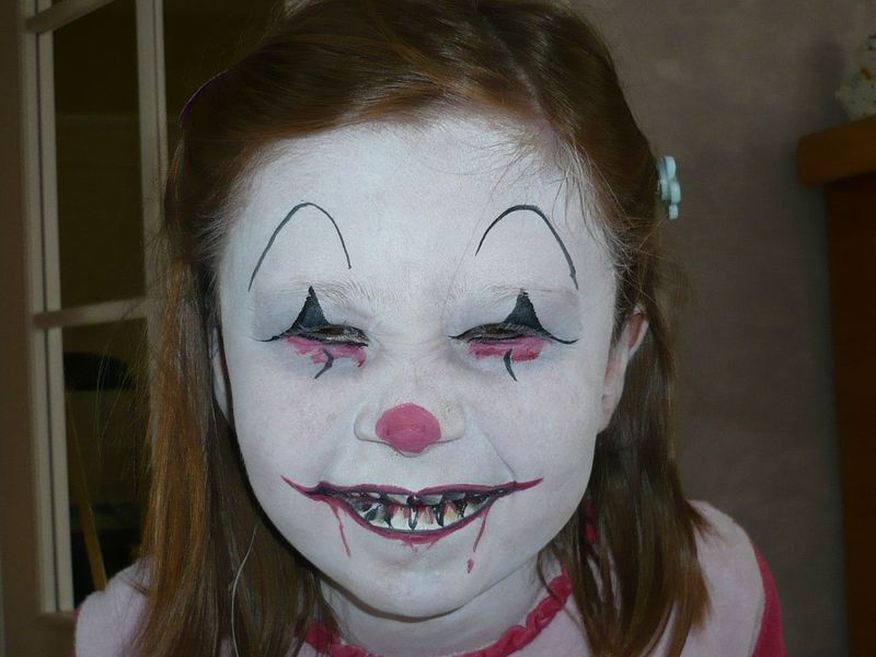 S rie de maquillages pour halloween s b iz art magie sculptures de ballons maquillage - Maquillage de clown facile ...