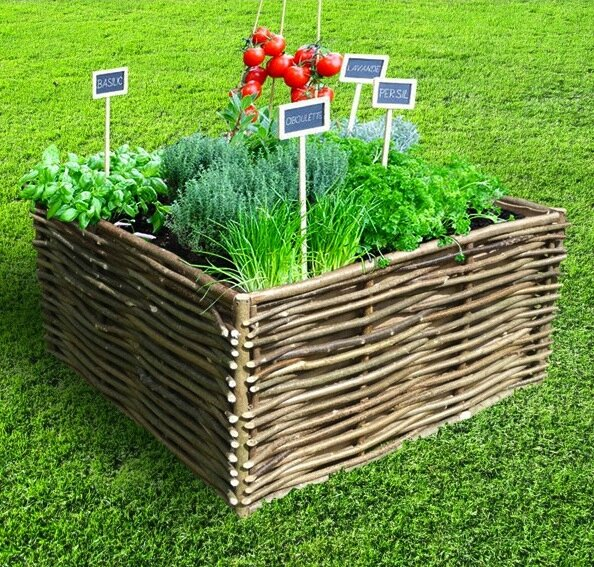 Carr potager en noisetier tress pack pr t planter for Carre potager en osier