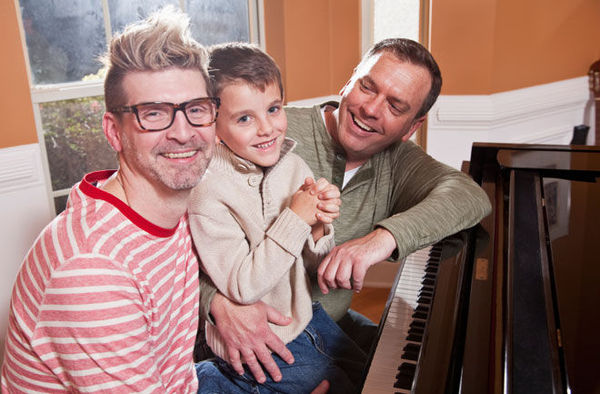 dnews_files_2013_03_gay_parents_660