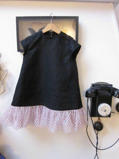 Robe trapèze THERESE en lin noir et ruché de tulle souple rose à pois bruns - Manches très courtes - Fermée par 3 petits boutons recouverts dans le dos (10)