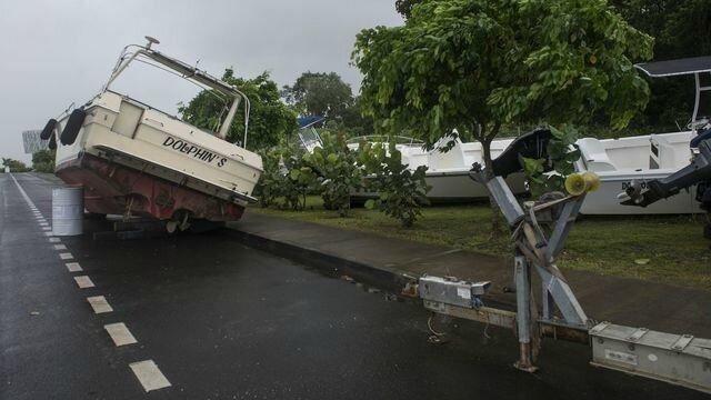 un-bateau-emporte-par-l-ouragan-irma-a-pointe-a-pitre-en-guadeloupe-le-6-septembre-2017_5940366