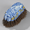 Delft. belle et rare brosse à habits, xviiième siècle