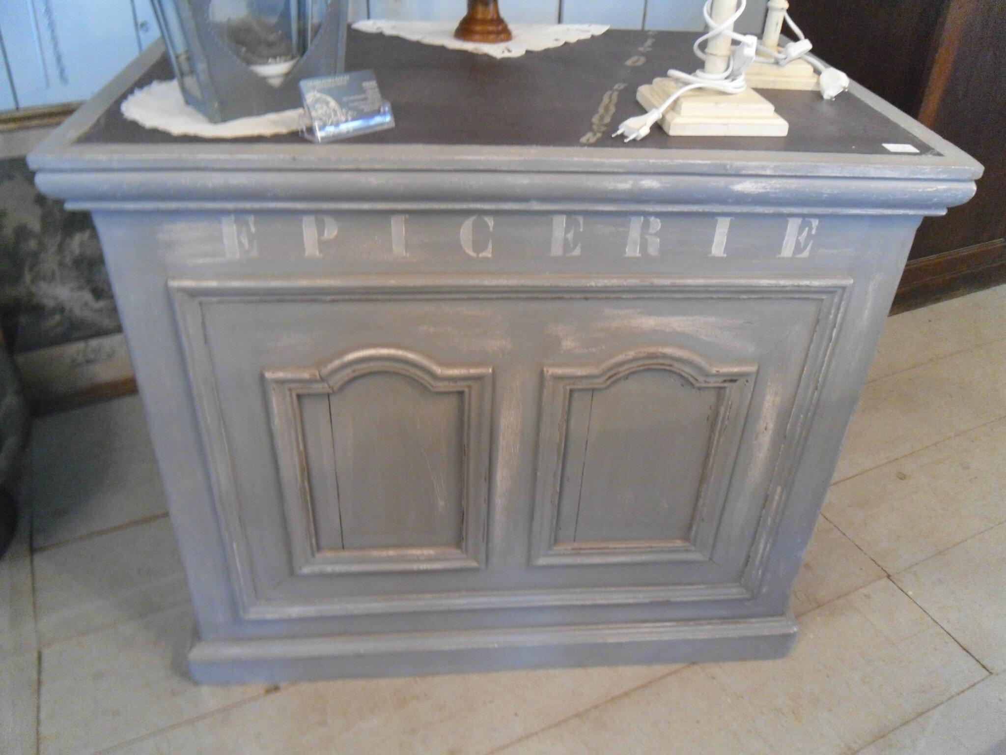 Ancien comptoir de magasin peint et patin num ro maill for Comptoir du meuble delson