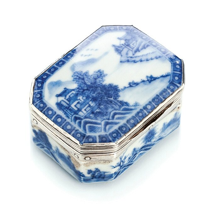 Blue and white box with silver monture, China, 18th century, Qianlong period